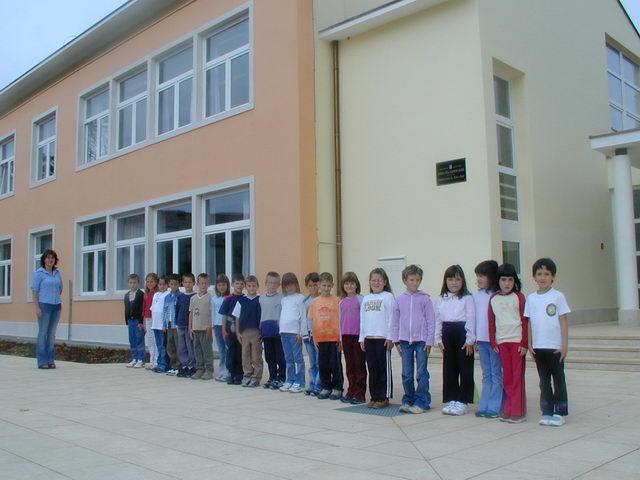 prvi put u novoj školi 2003..JPG