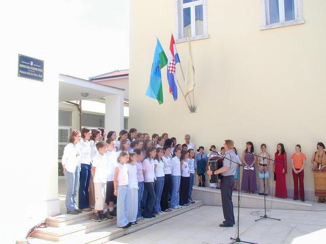 otvaranje škole- lipanj 2003.2.JPG